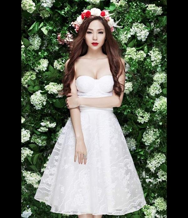 Minh Hằng xinh đẹp trong bộ ảnh với váy cưới, trong đó nữ ca sĩ có màn khoe vòng 1 'đỏ con mắt bên phải, nóng con mắt bên trái'
