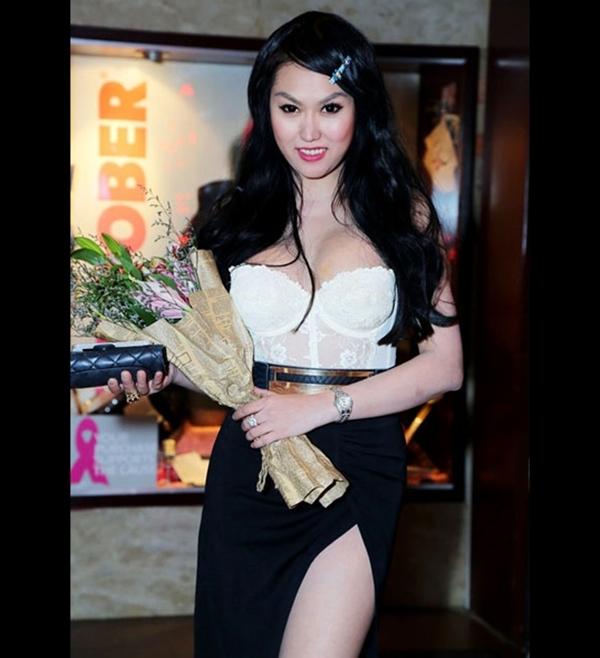 Những màn khoe vòng 1 nhàm chán 'cộp mác' Phi Thanh Vân