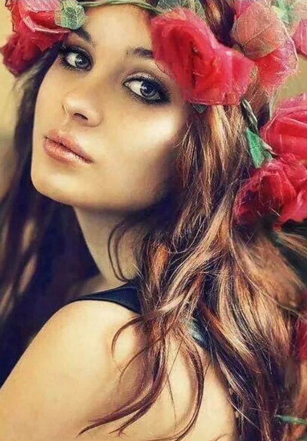 Đón xuân thanh khiết cùng tóc cài hoa nữ tính