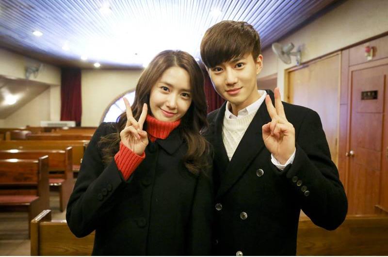 Suho và Yoona tại phim trường của Prime Minister And I