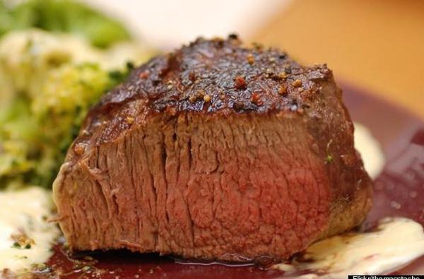 Món bít tết của Argentina đứng ở vị trí thứ 6 trong top 12 món ăn ngon nhất thế giới do tờ Huffington Post công bố.
