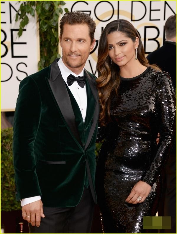 Nam diễn viênMatthew McConaughey bước trên thảm đỏ cùng người vợ xinh đẹp của mình làCamila Alves. Matthew McConaughey được đề cử cho vai diễn của mình trong Dallas Buyers Club.
