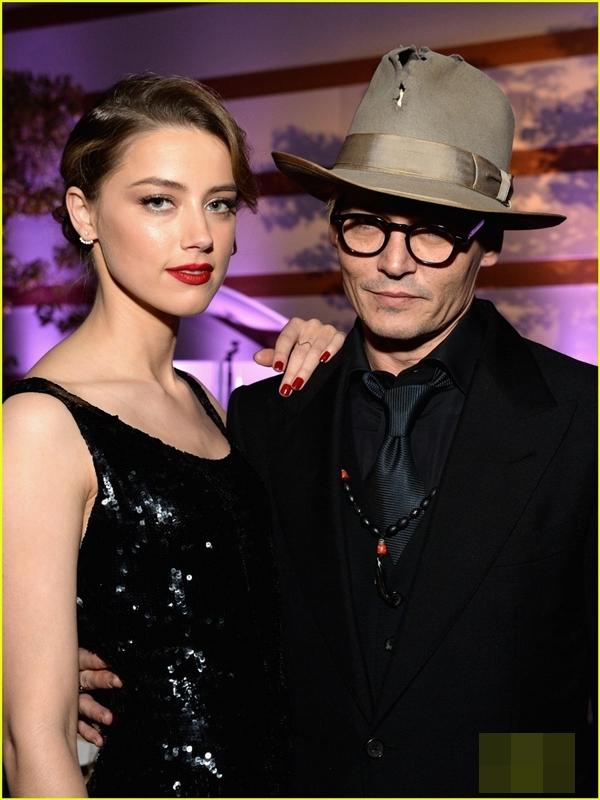 Johnny Depp cùng bạn gáiAmber Heard.