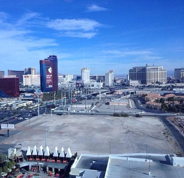 Siêu mẫu Cara Delevingne chia sẻ bức ảnh Vegas trên Instargam của mình