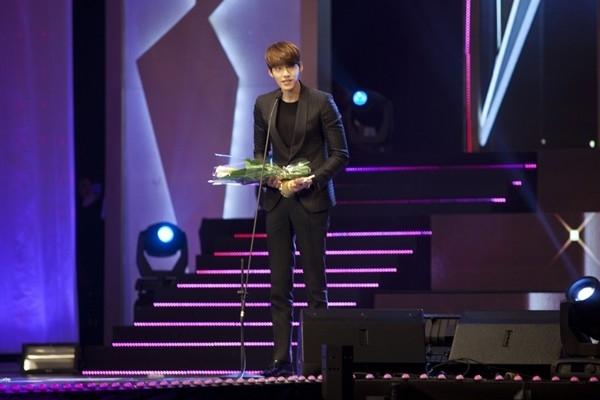 Hình ảnh Kim Woo Bin trong lễ trao giải