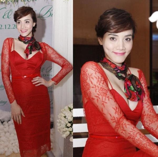 Cô sẽ đẹp hơn rất nhiều nếu chiếc đầm đỏ xẻ vừa phải để khoe vòng 1 lấp ló.