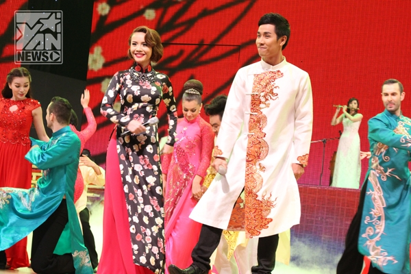 2 MC của chương trình: Yến Trang - Nguyên Khang - Tin sao Viet - Tin tuc sao Viet - Scandal sao Viet - Tin tuc cua Sao - Tin cua Sao
