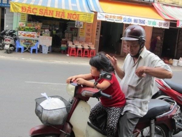"""Nghẹn ở """"phố cơm trắng"""" Sài thành"""