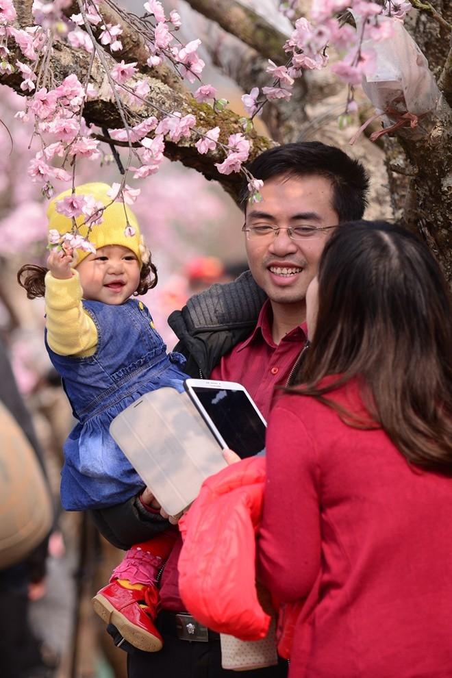 Niềm vui, nụ cười hạnh phúc cùng mùa xuân tràn ngập khắp nơi.
