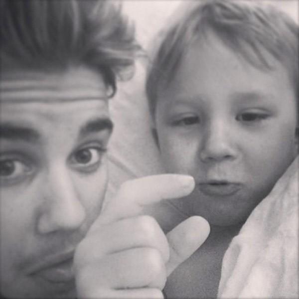 Một hình ảnh khác của Justin bên Jaxon