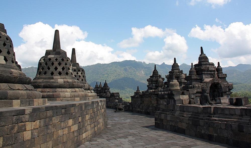 Theo tính toán của các nhà khảo cổ thì ngôi đền tháp Phật giáo vĩ đại này phải mất 100 năm để xây dựng hoàn thành