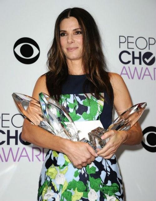 Sandra Bullock xuất sắc ẵm 4 giải thưởng tại People's Choice Adwards 2013.