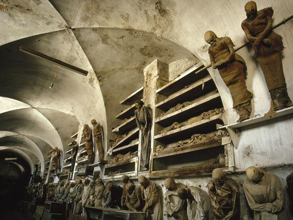 Sởn ốc nơi lưu giữ 8 000 xác ướp