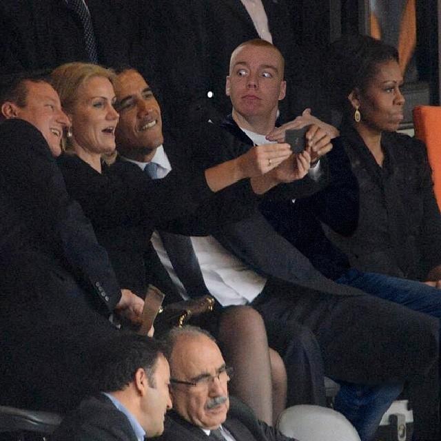 Cười đau bụng anh chàng photoshop hình chụp với sao Hollywood