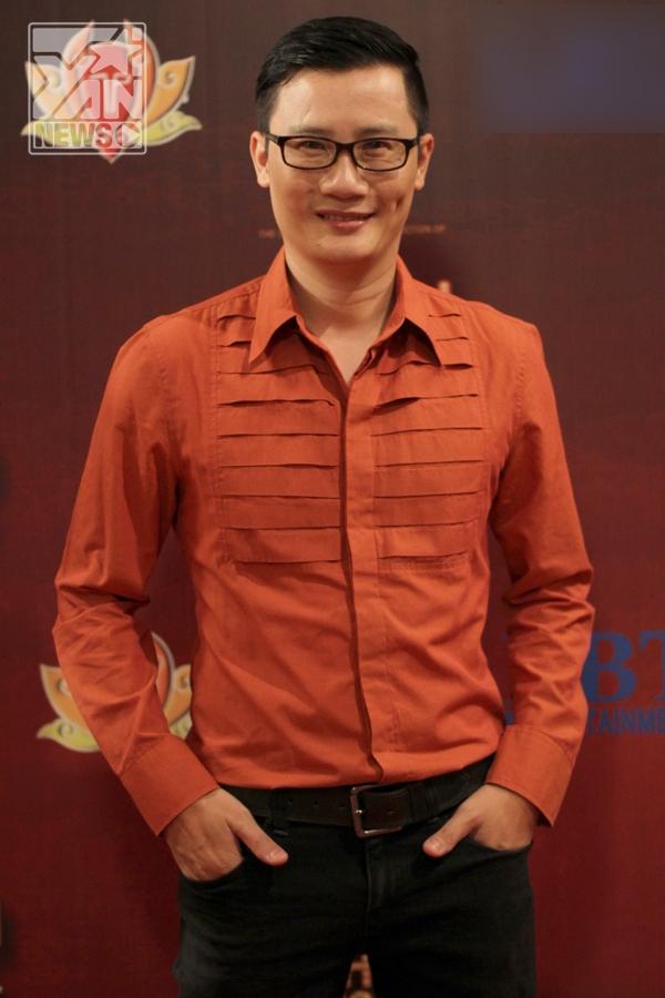 Hoàng Bách đóng vai trò là đạo diễn âm nhạc của vở nhạc kịch hoành tráng này.