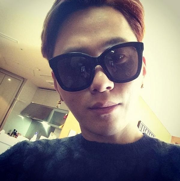 """Yong Jun Hyung của B2ST đã chia sẻ một bức ảnh như anh đã sẵn sàng cho Gayo Awards Seoul:""""Hẹn gặp lại ở Gayo Awards Seoul""""."""
