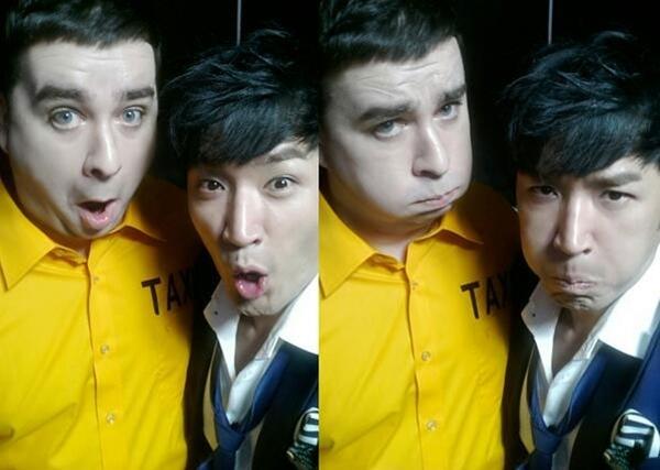 """Công ty Liveworks đăng một vài hình ảnh từ video âm nhạc của Lee Min Woo là """"Taxi"""" , bao gồm khoảng khắc nhí nhảnh của ca sĩ trên với Sam Hammington."""