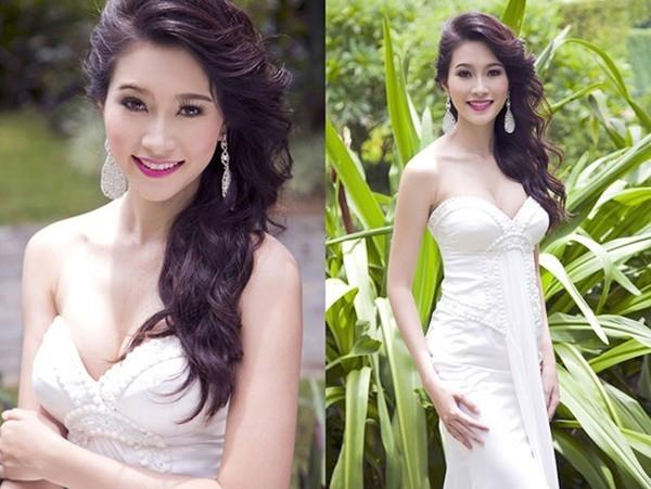 """Hoa hậu Thu Thảo là một trong số ít mỹ nhân Việt luôn ăn mặc """"kín cổng cao tường"""" mỗi khi xuất hiện bất kỳ nơi đâu. Rất ít khi thấy Thu Thảo diện bộ đầm sexy, cổ được khoét sâu khoe vòng 1 nóng bỏng với số đo ba vòng 83 - 60 - 90."""