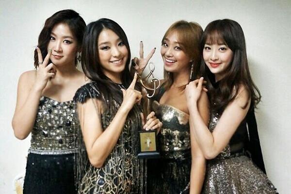 """Bora của SISTAR đã tweet một bức ảnh của nhóm trong lễ trao giải Seoul Music vào ngày 23 tháng 1 : """"SISTAR chiến thắng Bonsang tại Seoul Music Awards!! Cảm ơn các bạn. SISTAR sẽ làm việc chăm chỉ và cho ra nhiều sản phẩm mới trong năm 2014."""""""