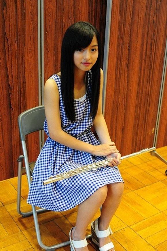 Hatsume xuất hiện trong cuộc thi tìm kiếm thần tượng tuổi teen Nhật Bản với tài năng thổi sáo