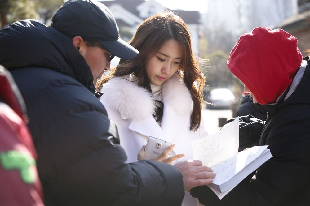 Yoona luôn chăm chú vào kịch bản mọi lúc mọi nơi