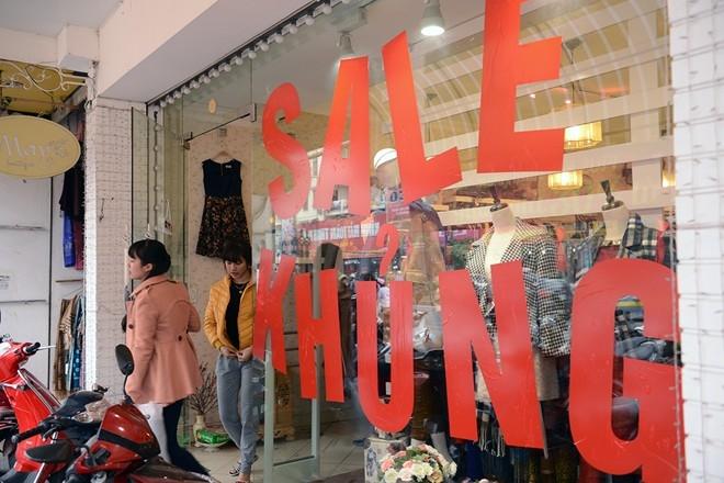 """Tuy nhiên, không phải khách hàng nào cũng săn được đồ đẹp giá rẻ. Quảng cáo """"Sale khủng"""" nhưng không phải mặt hàng nào cũng được giảm giá mạnh."""