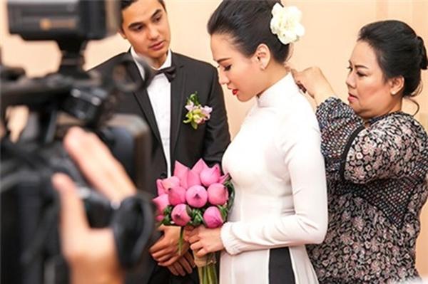Khi mặc áo dài, cô dâu Quỳnh Trâm cũng bự lên trông thấy.