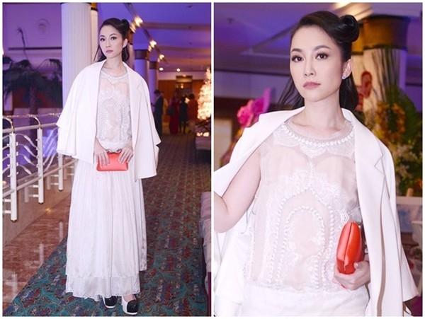 Cùng diện một thiết kế, Huyền Trang ấn tượng với sự duyên dáng, trẻ trung còn Linh Nga lại sang trọng, đẳng cấp.