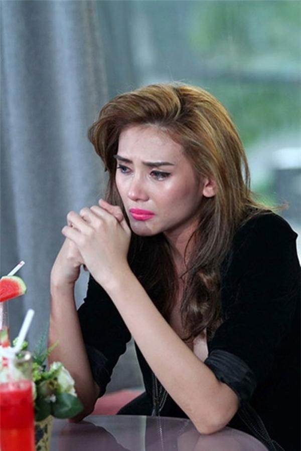 Nhắc lại sự việc này, Hoàng Yến đã bật khóc trên truyền hình
