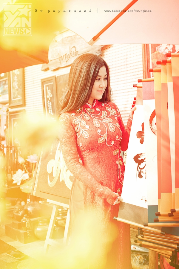 Đón xuân đỏ rực sắc áo dài cùng hotgirl Cherry Sweet
