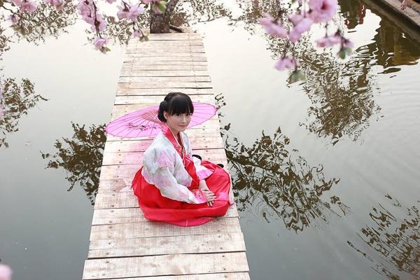 Công đồng mạng điên đảo với cô bé 10X xinh như diễn viên Hàn