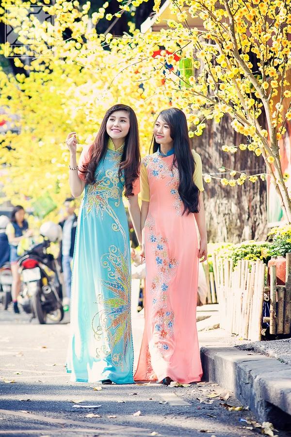 Nhung Gumiho cùng Piivy Thục Vy diện áo dài dạo phố tết cực đáng yêu