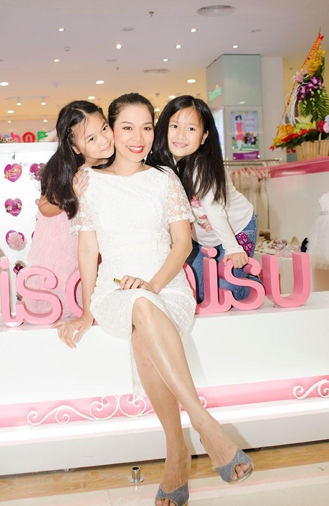 Mỹ nhân ngư của làng nhạc Việt đang nỗ lực phát triển thương hiệu thời trang trẻ em của mình.
