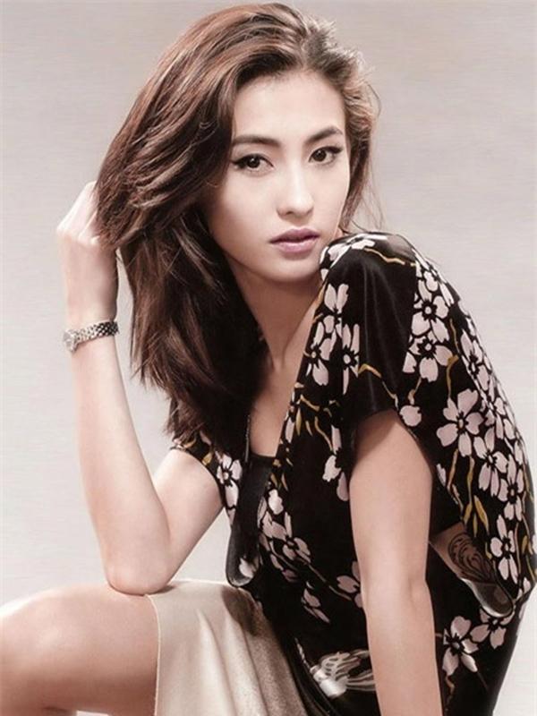 Người đẹp Hong Kong Trương Bá Chi chiến thắng ở hạng mục Nữ diễn viên gây thất vọng nhất giải Chổi vàng năm 2011 với hai phim Dương Môn nữ tướng: Quân lệnh như sơn và Bảo vật vô giá.