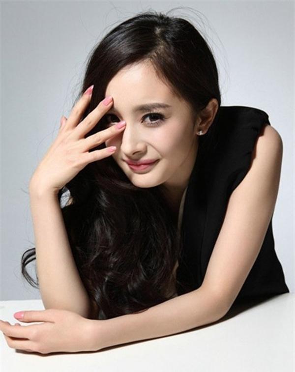 Tiểu hoa đán Dương Mịch nhận nhiều lời chê với Đại Võ Đang, Giữ lấy tình yêu - hai phim ra mắt năm 2012. Năm 2013, cô tiếp tục lọt vào danh sách đề cử cho thể hiện trong Tiểu thời đại.