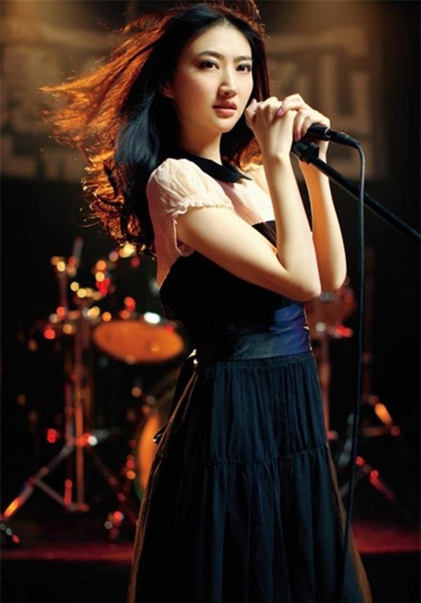 """Cảnh Điềm rất có khả năng giành Chổi vàng năm 2013, vì thể hiện trong Thân phận đặc biệt, phim đầu tiên cô làm """"đả nữ""""."""