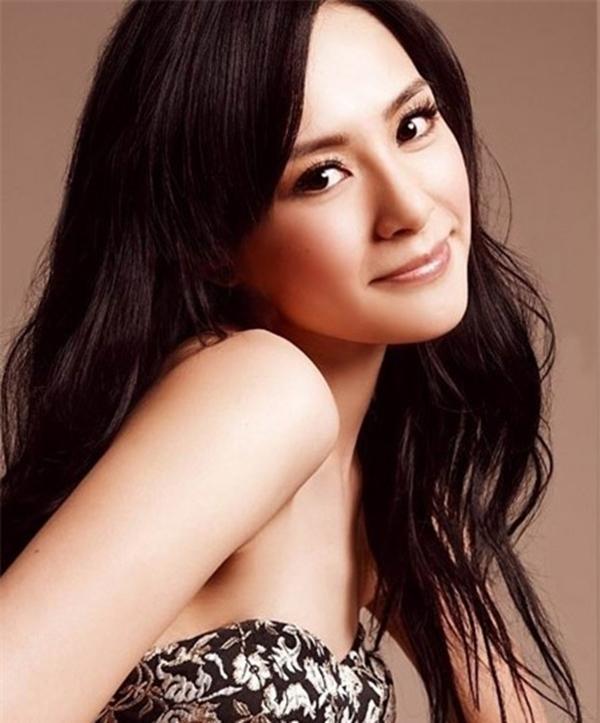 Chung Hân Đồng bị chê tơi tả năm 2013 với Bạch Hồ (The Fox Lover).