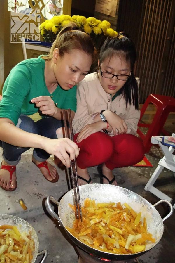 Mỹ Tâm còn tự tay làm các món mứt để gia đình tiếp đãi khách đến nhà vào ngày Tết như: mứt dừa, mứt gừng và mứt khoai lang - Tin sao Viet - Tin tuc sao Viet - Scandal sao Viet - Tin tuc cua Sao - Tin cua Sao