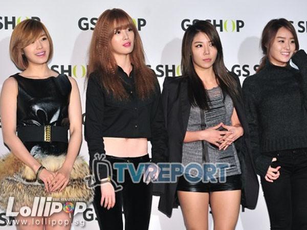 Secret cũng có kỳ nghỉ ngắn ngủi bởi các cô gái phải lên đường sang Nhật Bản vào ngày 1/2 để quảng bá cho đĩa đơn tiếng Nhật sắp ra mắt I Do I Do.