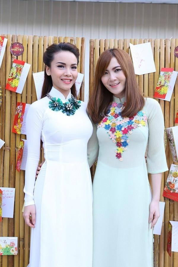 Còn đây là hình ảnh mới nhất Yến Trang - Yến Nhi tại một buổi tiệc mừng năm mới 2014.