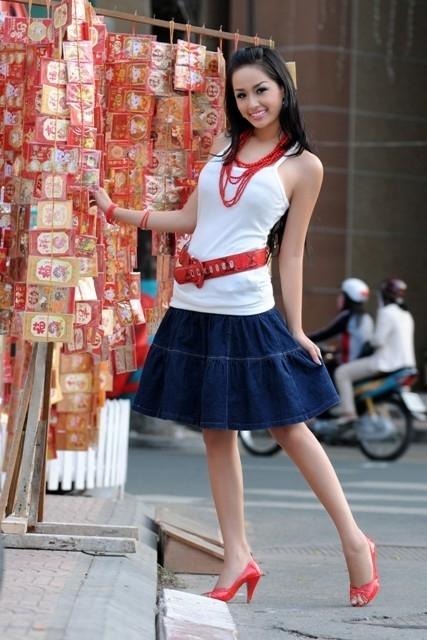 Hoa hậu Mai Phương Thúy trong một bộ ảnh Tết của những năm về trước...
