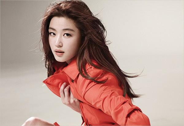 """Park Shin Hye & Jeon Ji Hyun """"đọ"""" style ngày xuân trên tạp chí"""
