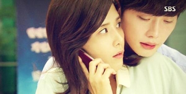 """""""Phi công trẻ"""" Park So Ha với khả năng đọc được suy nghĩ của người khác trong I hear your voice. Tình cảm tinh khôi, chân thành của So Ha không chỉ chinh phục được Hye Sung mà còn khiến khán giả """"điên cuồng vì anh""""."""