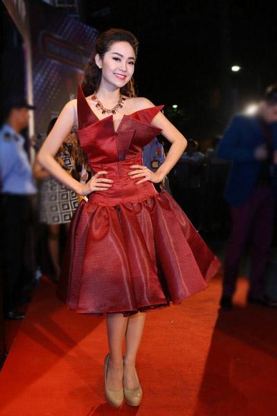 Minh Hằng đáng yêu với chiếc váy cổ xếp khối phiêu bồng - Tin sao Viet - Tin tuc sao Viet - Scandal sao Viet - Tin tuc cua Sao - Tin cua Sao