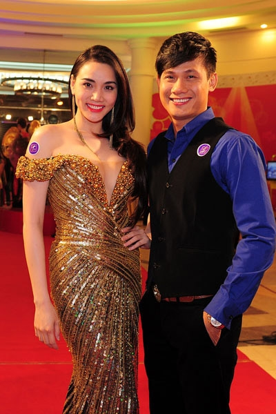 Kim Cương và Trang Nhung khai thác đường cong gợi cảm tại sự kiện - Tin sao Viet - Tin tuc sao Viet - Scandal sao Viet - Tin tuc cua Sao - Tin cua Sao