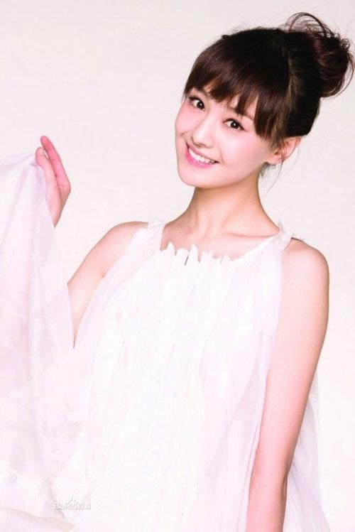 Trịnh Sảng, cô gái có gương mặt đẹp ngọt ngào và nụ cười rạng rỡ