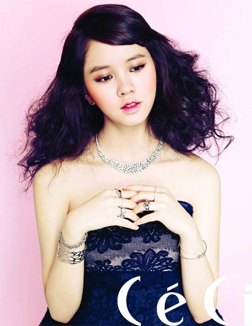 Kim Soo Hyun, diễn viên nhí được cho là sẽ kế nghiệp các đàn chị trong làng diễn xuất. Gương mặt xinh xắn như búp bê và lối diễn xuất rất có hồn giúp cô bé tỏa sáng trên màn ảnh.
