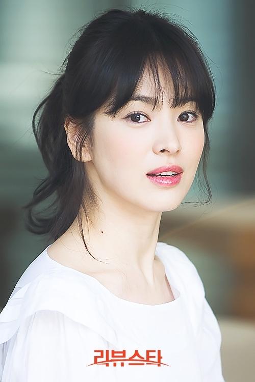 Song Hye Kyo với vẻ đẹp rực rỡ, tươi trẻ và diễn xuất ấn tượng, khiến cô luôn tỏa sáng trên màn ảnh.