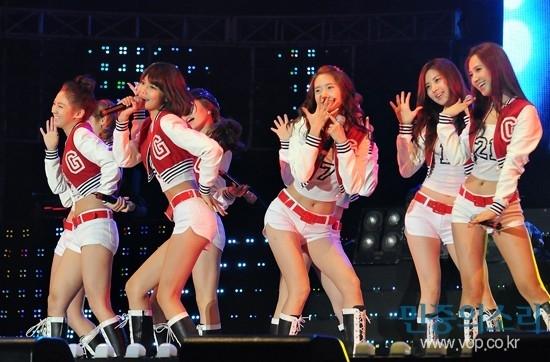 9 thành viên của SNSD được biết đến là nhóm nhạc nữ có vũ đạo sử dụng chân đẹp mắt, đây cũng là ưu điểm lớn nhất của họ.