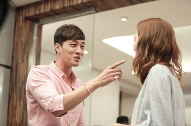 Bàn tay với những ngón tay thon dài, cân đối của tài tử So Ji Sub cũng khiến chị em phụ nữ ghen tỵ